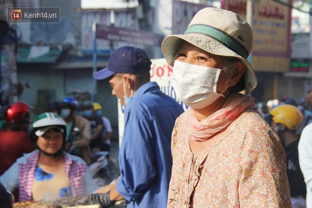 2.000 con cá lóc nướng bán sạch trong một buổi sáng, nhiều gia đình ở Sài Gòn kiếm tiền khủng trong ngày vía Thần tài - Ảnh 14.