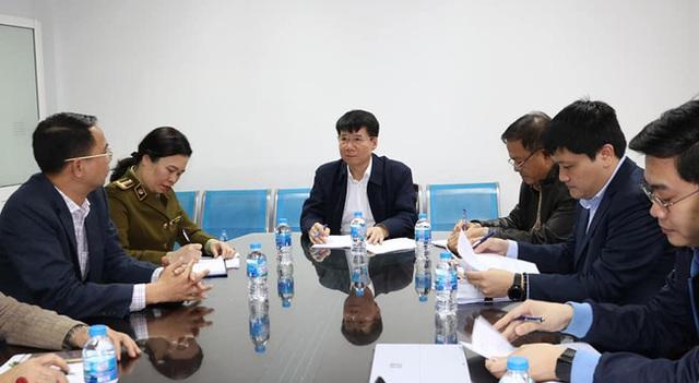 Bộ Y tế kiểm tra, làm việc trực tiếp với các cơ sở sản xuất vật tư y tế trước tình trạng khan hiếm khẩu trang - Ảnh 1.