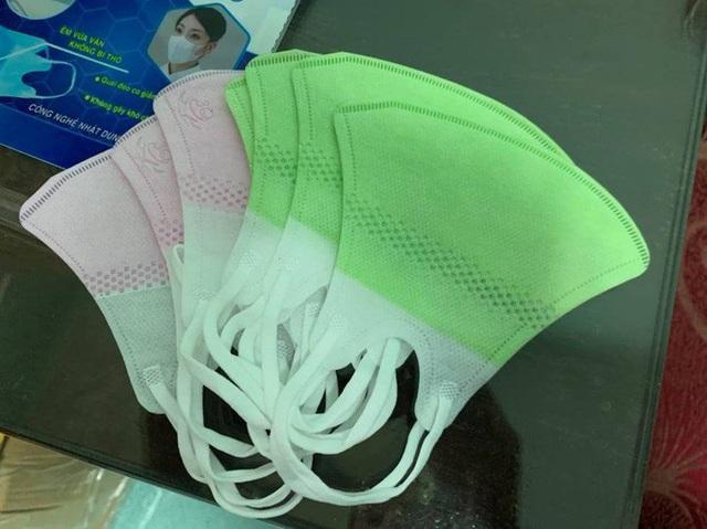 Phát hiện cơ sở buôn bán hàng ngàn khẩu trang cao cấp 3D Mask và nước rửa tay giả - Ảnh 2.