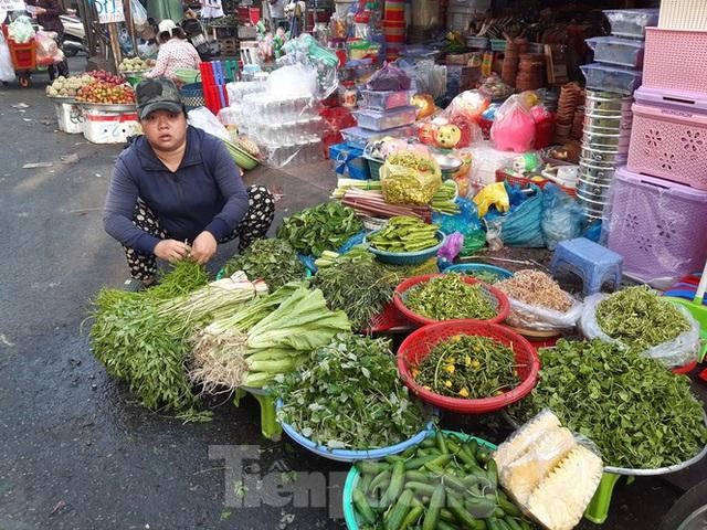 Trữ thức ăn trước dịch corona, nhiều siêu thị hết veo thực phẩm - Ảnh 20.