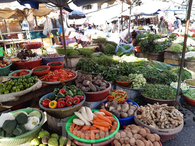 Trữ thức ăn trước dịch corona, nhiều siêu thị hết veo thực phẩm - Ảnh 21.