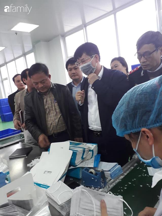 Bộ Y tế kiểm tra, làm việc trực tiếp với các cơ sở sản xuất vật tư y tế trước tình trạng khan hiếm khẩu trang - Ảnh 4.