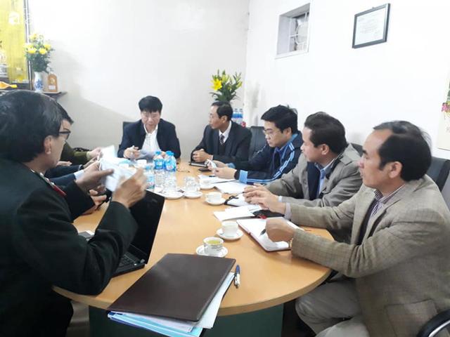 Bộ Y tế kiểm tra, làm việc trực tiếp với các cơ sở sản xuất vật tư y tế trước tình trạng khan hiếm khẩu trang - Ảnh 7.