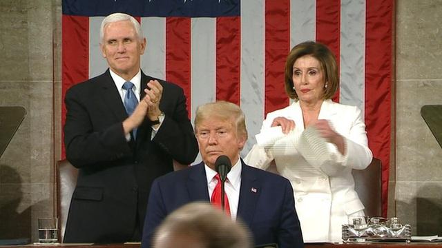 Bà Pelosi xé bản sao thông điệp liên bang của Tổng thống Trump - Ảnh 2.