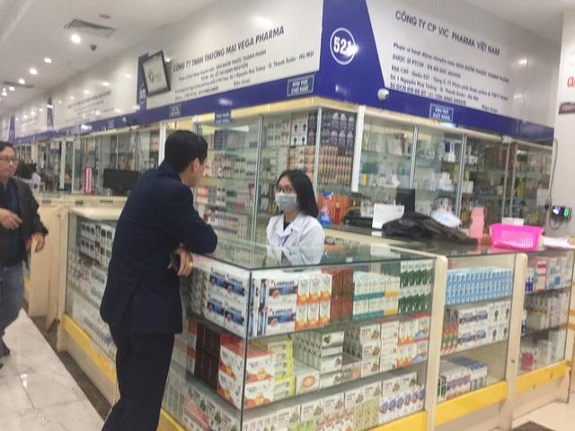 Làm rõ hiện tượng không bán khẩu trang, nước rửa tay, xin miễn hỏi tại chợ thuốc Hapulico - Ảnh 3.