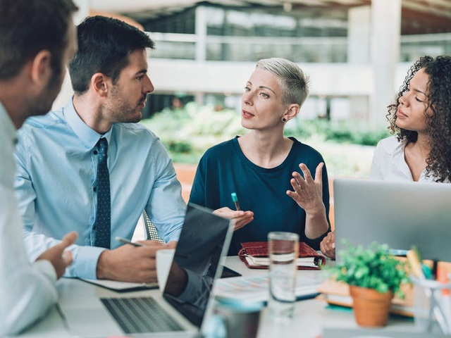 Warren Buffett khẳng định người giỏi nói trước đám đông có thể kiếm gấp đôi số tiền mình có, và đây là cách để rèn luyện kỹ năng theo HLV nghề nghiệp - Ảnh 4.