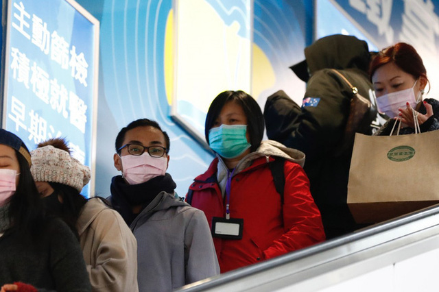 Cập nhật virus corona Vũ Hán: Số người chết tăng lên 565, Singapore báo cáo 1 bé trai 6 tháng tuổi nhiễm bệnh, thuốc kháng virus được chấp thuận thử nghiệm lâm sàng - Ảnh 2.