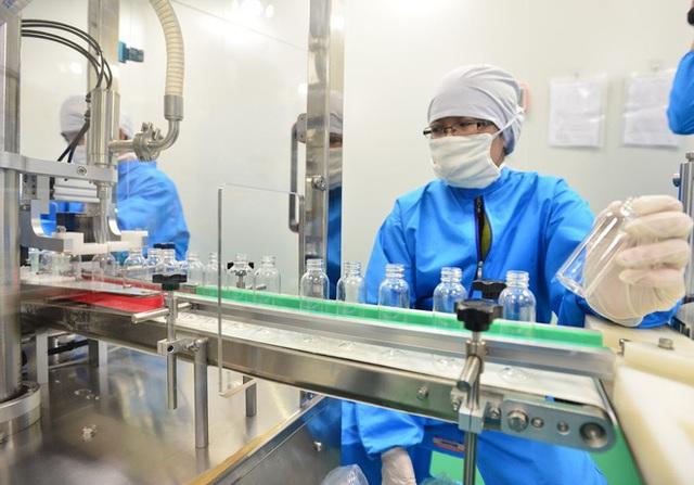Quy trình 50.000 chai gel rửa tay khô kháng khuẩn ra đời thần tốc trong đợt dịch corona - Ảnh 1.
