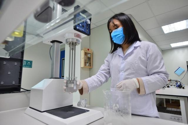 Quy trình 50.000 chai gel rửa tay khô kháng khuẩn ra đời thần tốc trong đợt dịch corona - Ảnh 3.