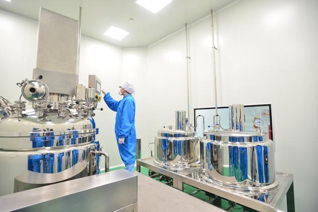 Quy trình 50.000 chai gel rửa tay khô kháng khuẩn ra đời thần tốc trong đợt dịch corona - Ảnh 5.