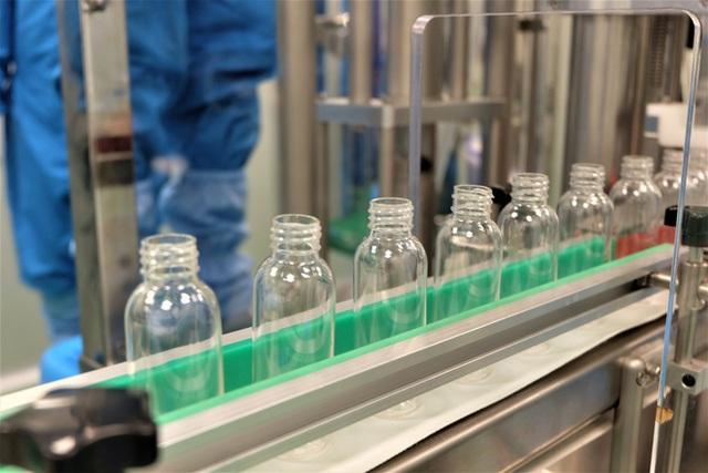 Quy trình 50.000 chai gel rửa tay khô kháng khuẩn ra đời thần tốc trong đợt dịch corona - Ảnh 6.