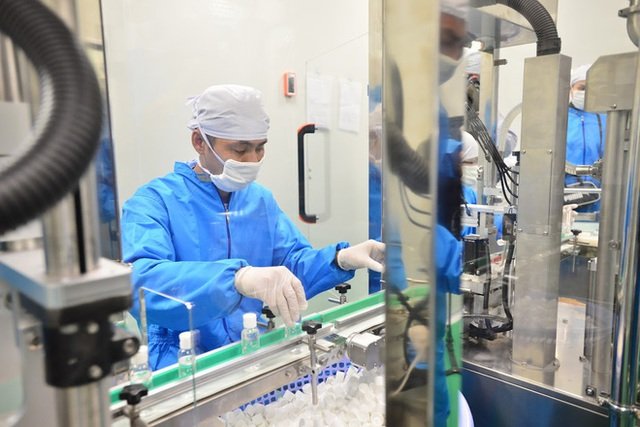 Quy trình 50.000 chai gel rửa tay khô kháng khuẩn ra đời thần tốc trong đợt dịch corona - Ảnh 9.