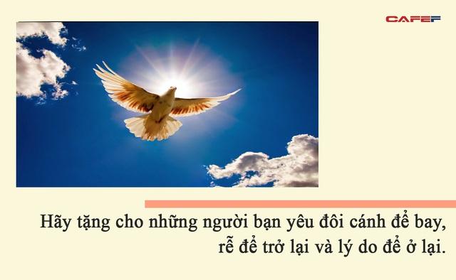 Đức Đạt Lai Lạt Ma: Bạn có thể là người giàu có nhất, nhưng nếu chỉ quan tâm đến bản thân bạn sẽ không thể hạnh phúc và vui vẻ - Ảnh 2.