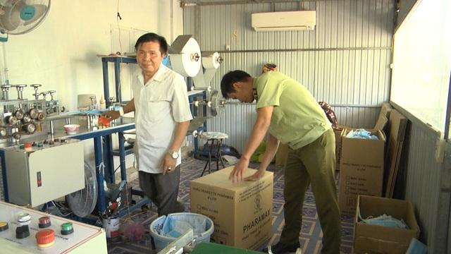 Phát hiện cơ sở sản xuất 1.500 khẩu trang y tế không đúng tiêu chuẩn tại Bình Phước - Ảnh 1.