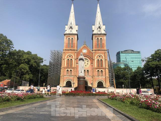 Sợ corona, nhiều điểm tham quan ở Sài Gòn 'vắng như chùa bà đanh' - Ảnh 3.  Sợ corona, nhiều điểm tham quan ở Sài Gòn 'vắng như chùa bà đanh' photo 2 15810404916021429416499