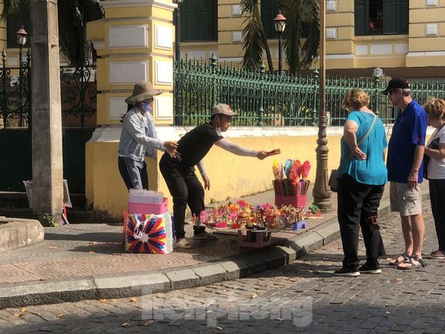 Sợ corona, nhiều điểm tham quan ở Sài Gòn 'vắng như chùa bà đanh' - Ảnh 5.  Sợ corona, nhiều điểm tham quan ở Sài Gòn 'vắng như chùa bà đanh' photo 4 1581040491603979438598