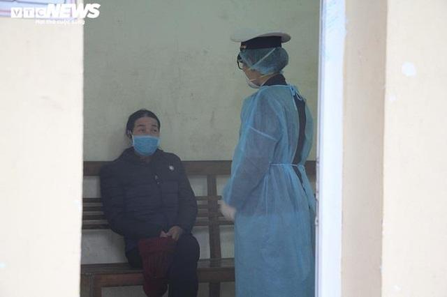Ảnh: Quảng Ninh kiểm soát thân nhiệt từng người dân từ Móng Cái vào nội địa - Ảnh 9.