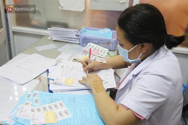Cạn kiệt nguồn dự trữ máu giữa dịch bệnh virus Corona, hàng trăm bạn trẻ Sài Gòn vui vẻ xếp hàng đi hiến máu cứu người - Ảnh 17.  Cạn kiệt nguồn dự trữ máu giữa dịch bệnh virus Corona, hàng trăm bạn trẻ Sài Gòn vui vẻ xếp hàng đi hiến máu cứu người photo 16 15811479131301696565654