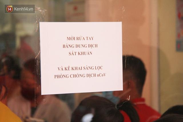 Cạn kiệt nguồn dự trữ máu giữa dịch bệnh virus Corona, hàng trăm bạn trẻ Sài Gòn vui vẻ xếp hàng đi hiến máu cứu người - Ảnh 18.  Cạn kiệt nguồn dự trữ máu giữa dịch bệnh virus Corona, hàng trăm bạn trẻ Sài Gòn vui vẻ xếp hàng đi hiến máu cứu người photo 17 1581147913131993780785