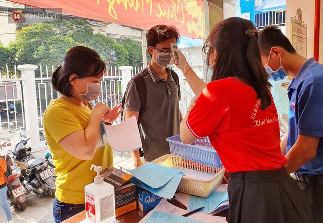 Cạn kiệt nguồn dự trữ máu giữa dịch bệnh virus Corona, hàng trăm bạn trẻ Sài Gòn vui vẻ xếp hàng đi hiến máu cứu người - Ảnh 19.  Cạn kiệt nguồn dự trữ máu giữa dịch bệnh virus Corona, hàng trăm bạn trẻ Sài Gòn vui vẻ xếp hàng đi hiến máu cứu người photo 18 15811479131321399920183