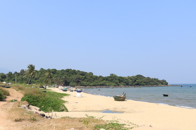 Đà Nẵng mở 5 lối xuống biển cho người dân Nam Ô - Ảnh 1.  Đà Nẵng mở 5 lối xuống biển cho người dân Nam Ô photo 1 15812184489241113713741