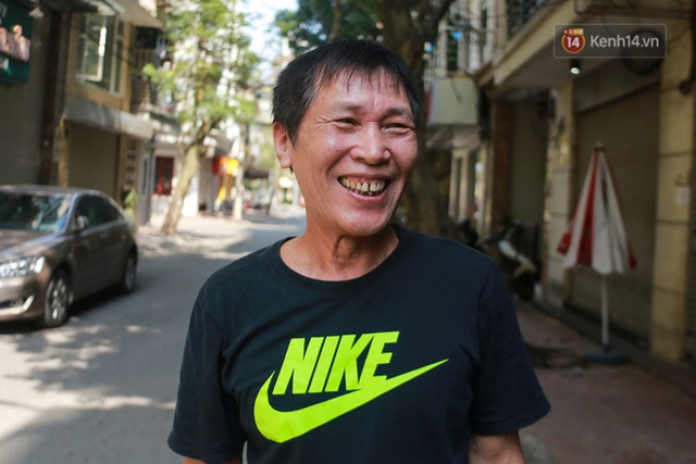 Người dân sinh sống quanh khu vực bị cách ly ở Hà Nội: Đêm vẫn ngủ ngon, hoàn toàn yên tâm vào các biện pháp phòng dịch của Nhà nước - Ảnh 1.