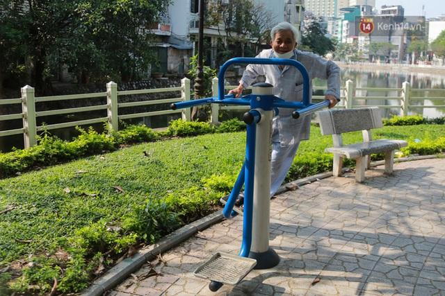 Người dân sinh sống quanh khu vực bị cách ly ở Hà Nội: Đêm vẫn ngủ ngon, hoàn toàn yên tâm vào các biện pháp phòng dịch của Nhà nước - Ảnh 4.