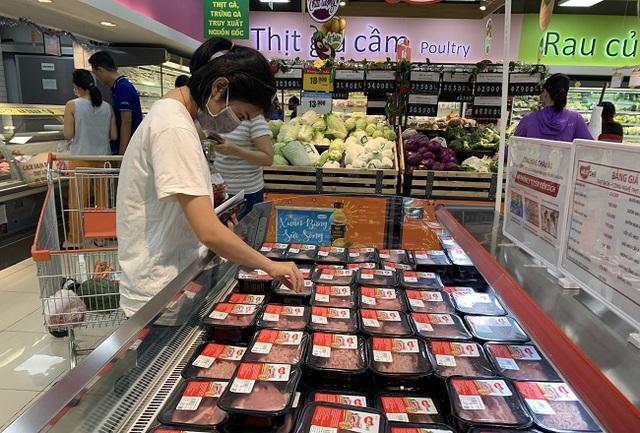 Các mặt hàng thịt lợn được bày bán phong phú trong các siêu thị tại TP Hồ Chí Minh