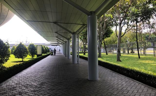 Sân bay Tân Sơn Nhất vắng tanh sau nhiều ca nhiễm Covid-19 mới được công bố - Ảnh 7.