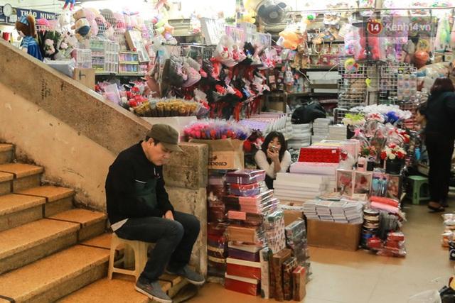 Ảnh: Cảnh tượng đìu hiu tại khu chợ lớn nhất Hà Nội trong mùa dịch Covid-19 - Ảnh 8.