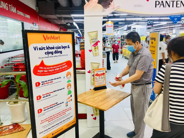 Ứng phó khẩn cấp với dịch bệnh COVID-19, hệ thống VinMart+ sẽ tạm đóng các cửa hàng trong khu vực có nguy cơ lây nhiễm cao - Ảnh 1.