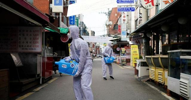 Chống Covid-19 kiểu các bà nội trợ Hàn Quốc: Từ thuê người khử trùng nhà đến... bắt chồng ngủ riêng suốt mùa dịch - Ảnh 4.