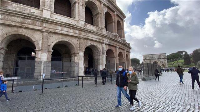 Covid-19: Lời khẩn cầu dồn nén 4 từ KHÔNG ĐÚNG vì nạn tin giả khủng khiếp về Italy - Ảnh 1.