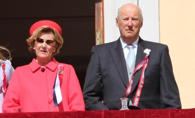 Công bố kết quả xét nghiệm Covid-19 của Vua và Hoàng hậu Tây Ban Nha, Hoàng gia Anh có động thái mới chưa từng thấy trước tình hình dịch bệnh - Ảnh 2.