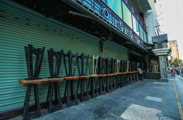 [ẢNH] Hàng loạt quán bar, nhà hàng phố Tây Bùi Viện đóng cửa để phòng chống dịch Covid-19 - Ảnh 11.