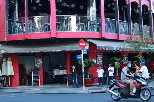 [ẢNH] Hàng loạt quán bar, nhà hàng phố Tây Bùi Viện đóng cửa để phòng chống dịch Covid-19 - Ảnh 12.