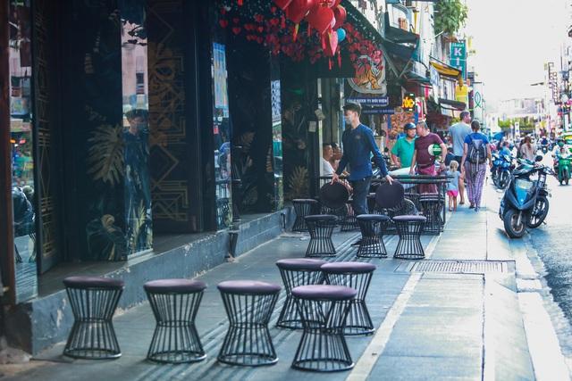[ẢNH] Hàng loạt quán bar, nhà hàng phố Tây Bùi Viện đóng cửa để phòng chống dịch Covid-19 - Ảnh 7.
