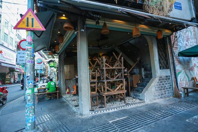 [ẢNH] Hàng loạt quán bar, nhà hàng phố Tây Bùi Viện đóng cửa để phòng chống dịch Covid-19 - Ảnh 8.
