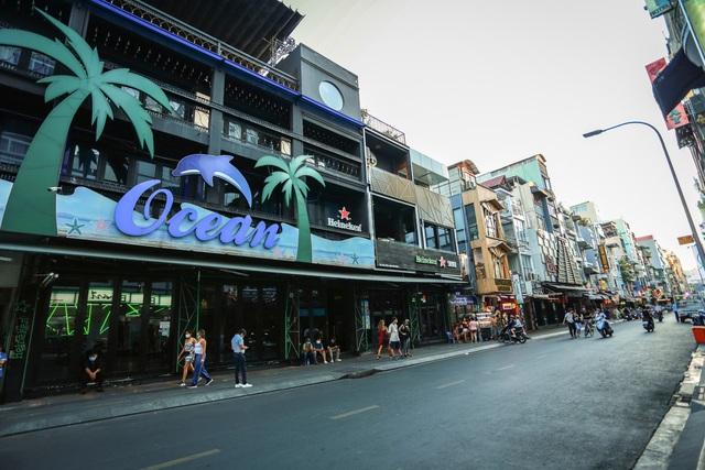 [ẢNH] Hàng loạt quán bar, nhà hàng phố Tây Bùi Viện đóng cửa để phòng chống dịch Covid-19 - Ảnh 10.