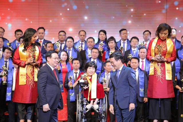 Nghĩa cử cao đẹp của các doanh nhân và nghệ sĩ Việt trong cuộc chiến chống dịch Covid-19: Shark Đặng Hồng Anh ủng hộ 5 tỷ VNĐ, Hà Anh Tuấn tặng 3 phòng áp lực âm - Ảnh 3.