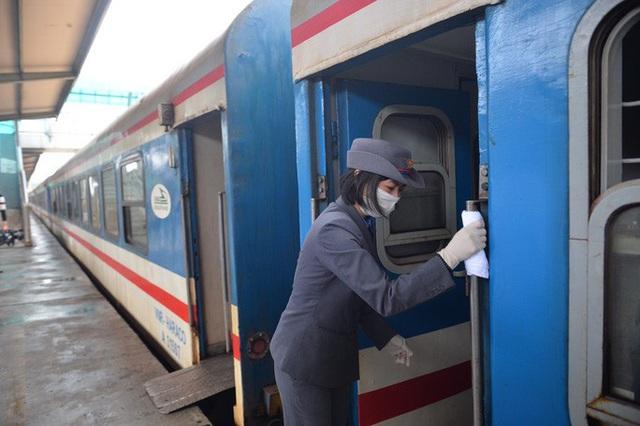 Dừng nhiều chuyến tàu khách từ Hà Nội đi các tỉnh do dịch Covid-19  - Ảnh 1.