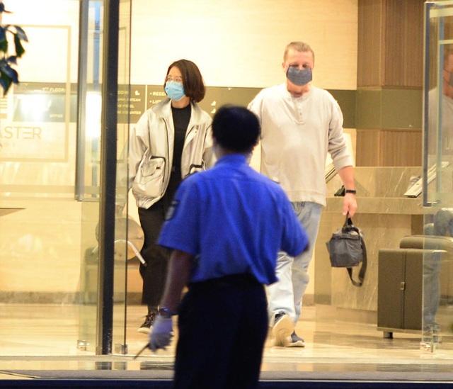 [Ảnh] Nhiều cửa hàng treo biển mong khách thông cảm, nghỉ bán hàng nơi bệnh nhân 50 nhiễm Covid-19 sinh sống ở Hà Nội - Ảnh 5.