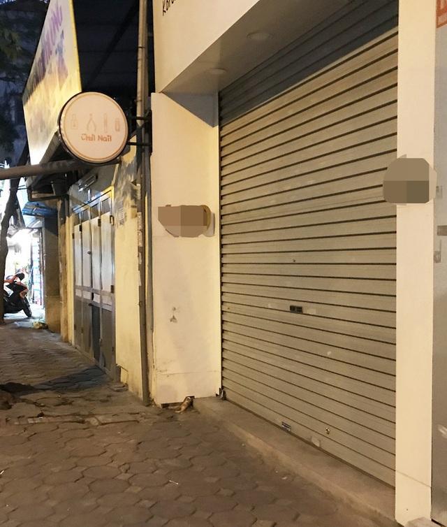 [Ảnh] Nhiều cửa hàng treo biển mong khách thông cảm, nghỉ bán hàng nơi bệnh nhân 50 nhiễm Covid-19 sinh sống ở Hà Nội - Ảnh 7.