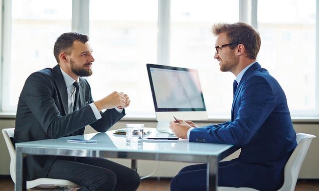 Thay đổi một yếu tố nhỏ này trong cuộc gặp với nhà tuyển dụng sẽ giúp bạn dễ dàng trúng việc mới  - Ảnh 1.