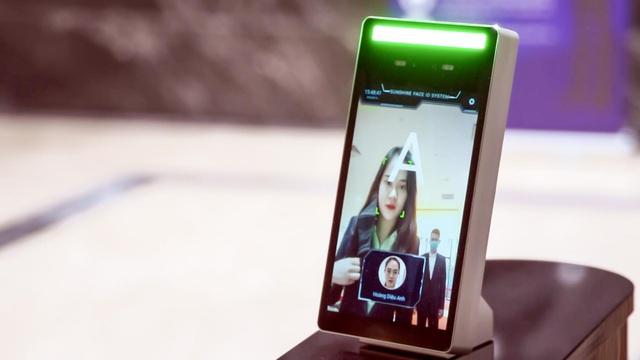 Gọi thang máy qua điện thoại, đo thân nhiệt tự động bằng tia hồng ngoại, bán hàng trên App...Tập đoàn BĐS lớn này đang sử dụng Lá chắn công nghệ bảo vệ khách hàng giữa dịch Covid-19  - Ảnh 1.