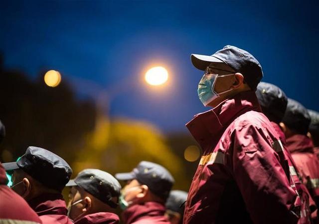 Hàng ngàn y bác sĩ xúc động đến rơi lệ khi chia tay Vũ Hán để về nhà: Cảm ơn, mọi người đã vất vả rồi! - Ảnh 3.