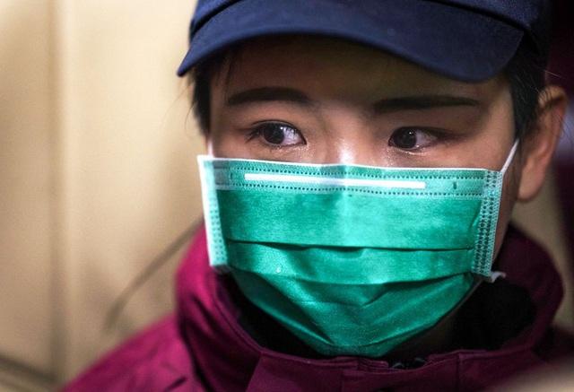 Hàng ngàn y bác sĩ xúc động đến rơi lệ khi chia tay Vũ Hán để về nhà: Cảm ơn, mọi người đã vất vả rồi! - Ảnh 4.