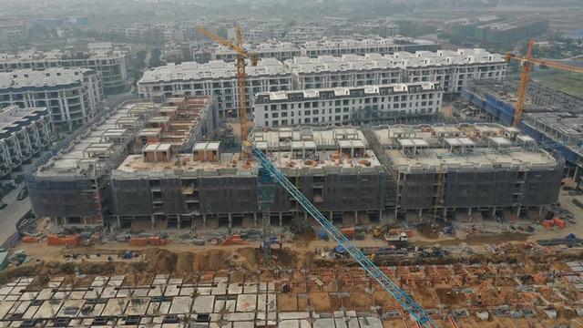 Bất chấp dịch Covid-19, nhiều doanh nghiệp địa ốc cam kết vẫn đảm bảo tiến độ xây dựng dự án - Ảnh 3.