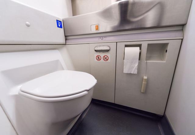 9 lời khuyên từ chuyên gia giúp hành khách phòng ngừa Covid-19 lẫn các bệnh truyền nhiễm khác khi đi máy bay: Điều số 7 rất cơ bản nhưng ai cũng xem nhẹ - Ảnh 5.