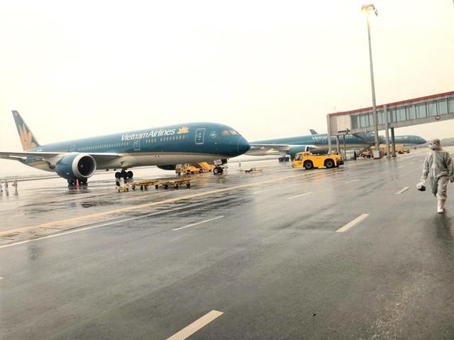 [Ảnh] Bên trong các chuyến bay trở về từ tâm dịch Covid-19 tại châu Âu của Vietnam Airlines - Ảnh 1.